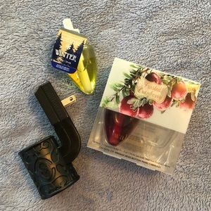 Bath and body works wallflower holder & 2 refills